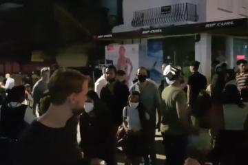 Pese a Covid-19 turistas abarrotaron Playa del Carmen para festejar...