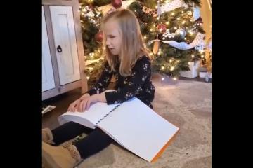 Niña ciega recibe de regalo toda la saga de Harry Potter en braille