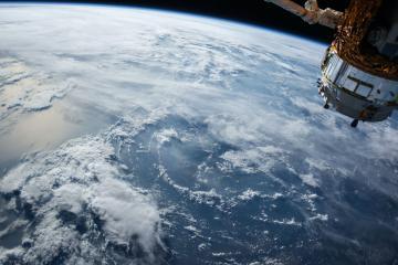 Empresa japonesa busca crear satélites de madera