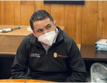 Ruega Secretario de Salud de Baja California no brincarse la fila...