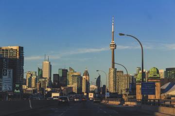 Gana casi 100 mil pesos al mes en estos empleos que ofrece Canadá