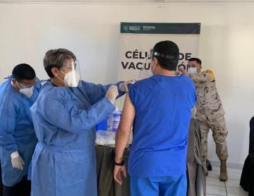 En un día se aplicaron mil 500 vacunas anticovid a personal...
