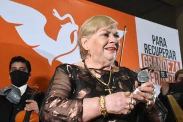Paquita la del Barrio se lanza como candidata a diputada de Veracruz