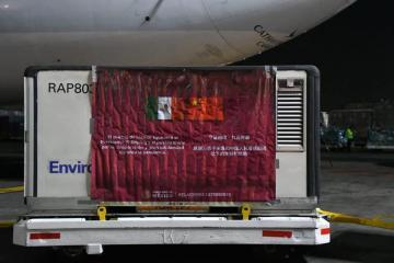 Desde China arriban 800 mil vacunas de Sinovac a México