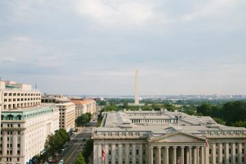 Gobierno de EE.UU. apoyará con 1.9 billones de dólares para...