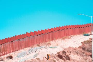 DHS pide a migrantes sin casos de asilo no acercarse ni a cruces...