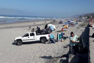 Visitas a Playas de Ensenada dejan mil kilos de basura este jueves...