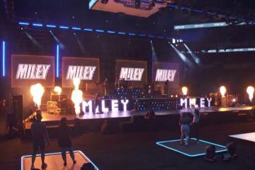 Miley Cyrus da primer concierto en vivo. Sólo 45 personas asistieron