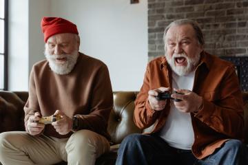 Más personas de edad avanzada juegan videojuegos actualmente