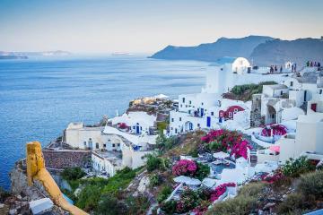 Grecia levantará restricciones turísticas en mayo