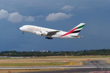 Emirates Airlines anuncia reanudación de vuelos Barcelona-Ciudad...