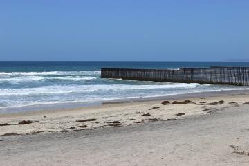 Civil Protection issues alert: no swimming in Tijuana beaches...
