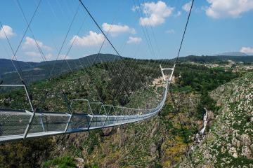 Este es el puente peatonal que mide más de medio kilómetro de largo