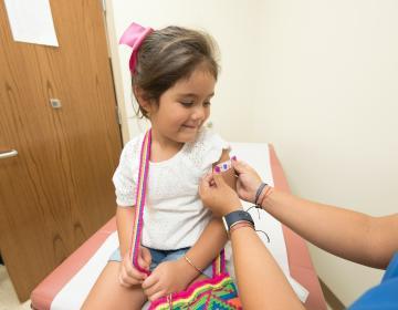 OMS solicita a países ricos donar vacunas covid-19 en lugar de...