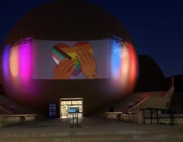 Se iluminará el Cecut por Día Internacional contra la Homofobia,...