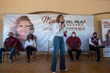 Marina del Pilar se compromete a apoyar los derechos de maestros en...