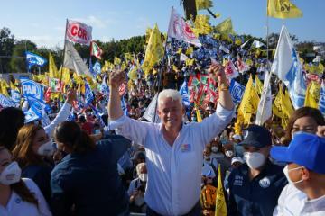 Jorge Ramos y tijuanenses celebran la inminente victoria del candidato