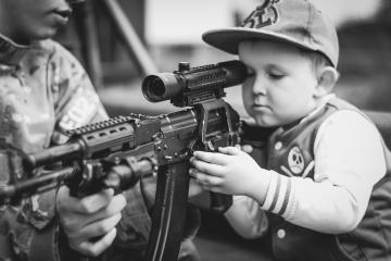 Revocan en California prohibición de armas de asalto