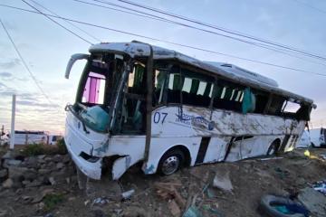 Rescate de víctimas de camión volcado en Rosarito duró 9 horas