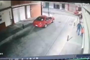 VIDEO: Hombres armados roban mascota a niño mientras lo paseaba