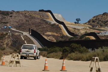 Estados Unidos retira fondos destinados para el muro fronterizo