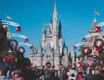 Disneyland Resort reabre sus puertas al público en general este 15...
