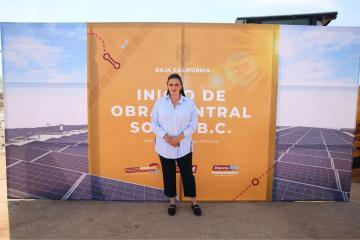 Alcaldesa de Tijuana, Karla Ruiz, asiste a la colocación de la...