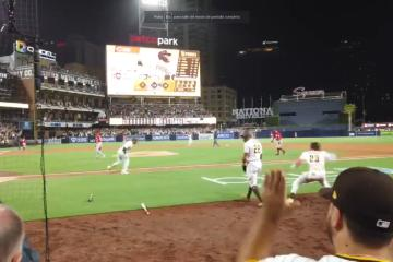 Padres vence a Reds con homerun en su regreso triunfal