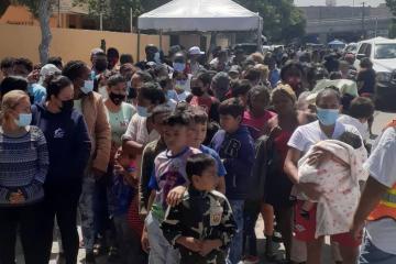 Desalojan parcialmente a cientos de migrantes en el campamento de...