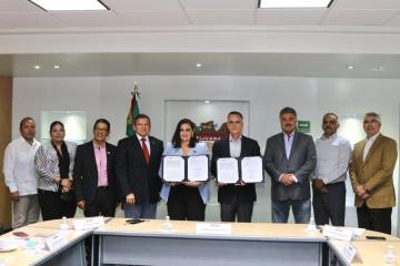 Alcaldesa de Tijuana firma convenio con Departamento de Bomberos...