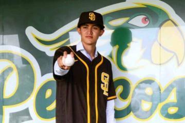 Joven de Sinaloa firma con los Padres de San Diego
