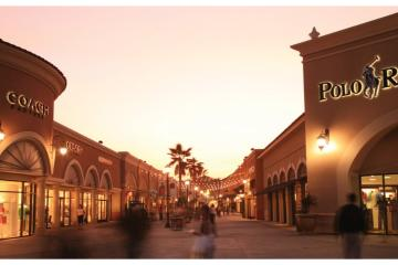 Las Americas Premium Outlet in San Ysidro celebrates 4th of July...