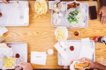 California lanza programa de lonches gratis para estudiantes