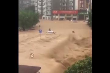 China devastada, inundaciones llegan al metro y causan explosiones...
