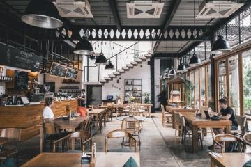 Restaurantes en Los Ángeles piden prueba de COVID o comprobante de...