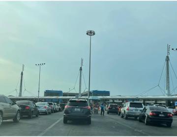 Padres de estudiantes menores pueden cruzar de Tijuana a San Diego