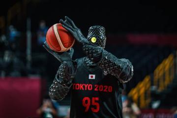 Sorprende robot basquetbolista en Tokio 2020