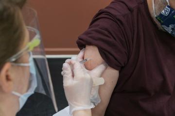 Estadounidenses mezclan diferentes vacunas contra coronavirus:...