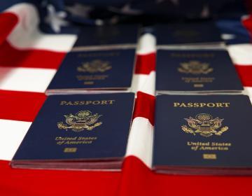 ¿Necesitas tramitar tu pasaporte americano? EEUU anuncia precios...