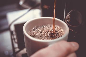 Estudio revela que beber demasiado café aumenta riesgo de demencia