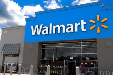 Walmart reincorporará solo a empacadores mayores que estén vacunados