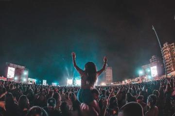 Expulsan a más de mil personas de Baja Beach Fest por falta de...