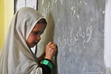 UNICEF confía en que talibanes sigan permitiendo educación a...