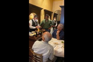 Mel Gibson visita el Caesar´s Restaurant-Bar