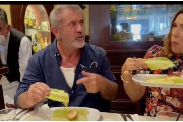 Mel Gibson come ensalada Caesars como taco y esa es la forma...