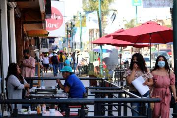 Ayuntamiento de Tijuana clausura comercios en zona Centro