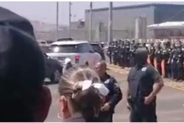 Cierran garita por manifestación migrante