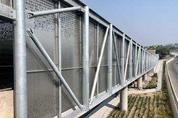 Abren nueva extensión del puente peatonal en Otay Mesa