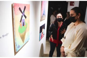 Acude alcaldesa Karla Ruiz a exposición de jóvenes artistas con...