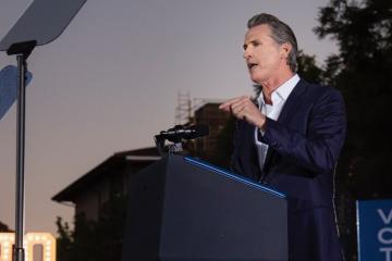 Arrancan elecciones para destituir al gobernador de California